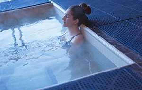 The number one cause of dry skin in winter: hot water bath